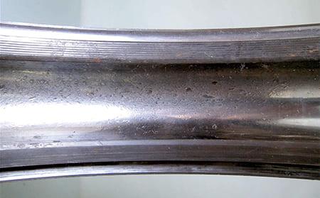 图片9-1 - 3.5.2 由异物造成的凹痕