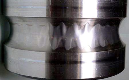 写真3-3 - 3.2.2 疑似ブリネル圧こん(振動腐食)